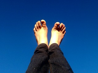 Blue sky, free toes